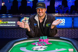 Phil Hellmuth wins 14th WSOP bracelet